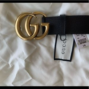 Woman's black leather Gold buckle GG